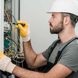 Faça a manutenção elétrica industrial com a OHMICA Engenharia e Montagem